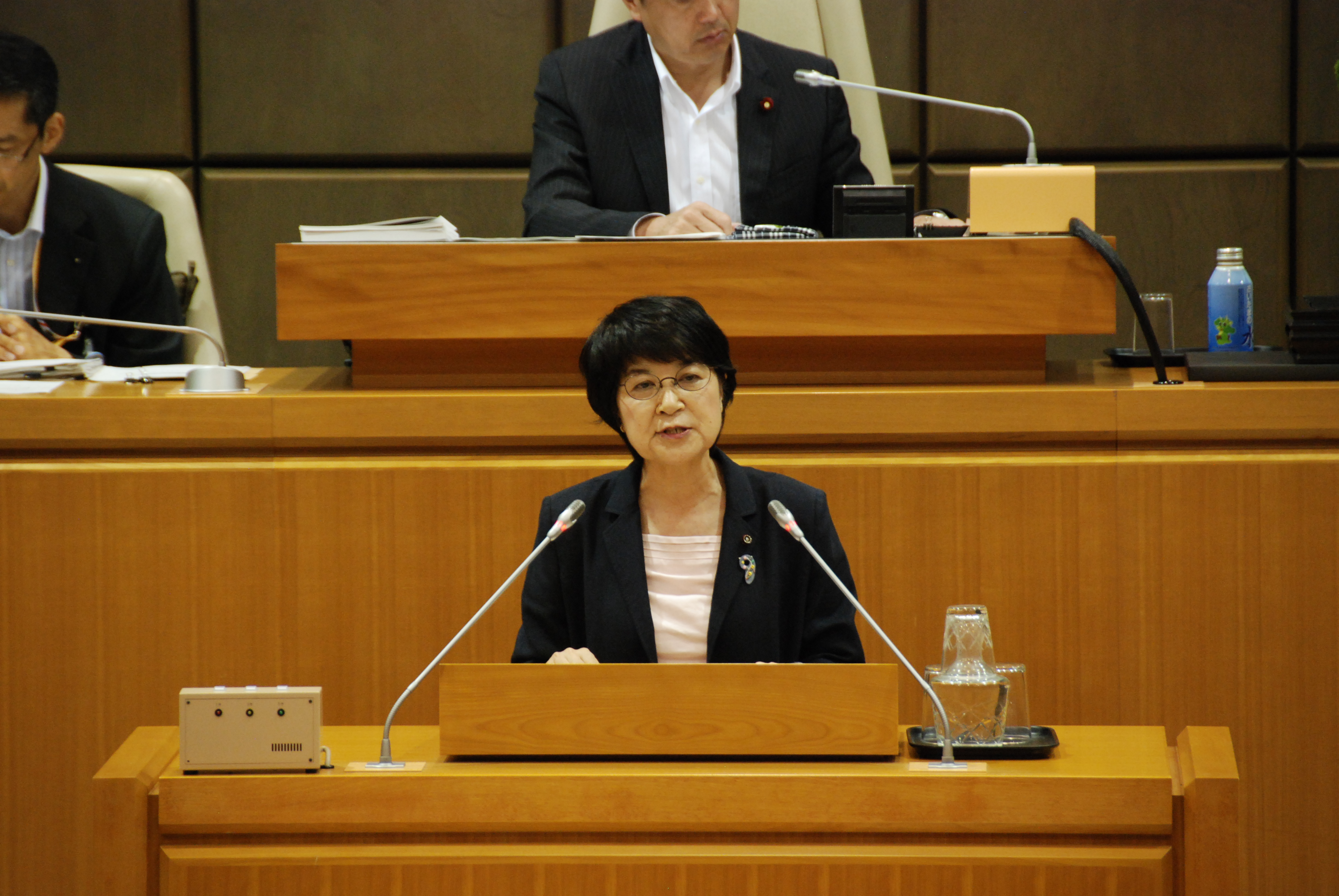 請願採択を主張する討論をおこなうもりや千津子市議