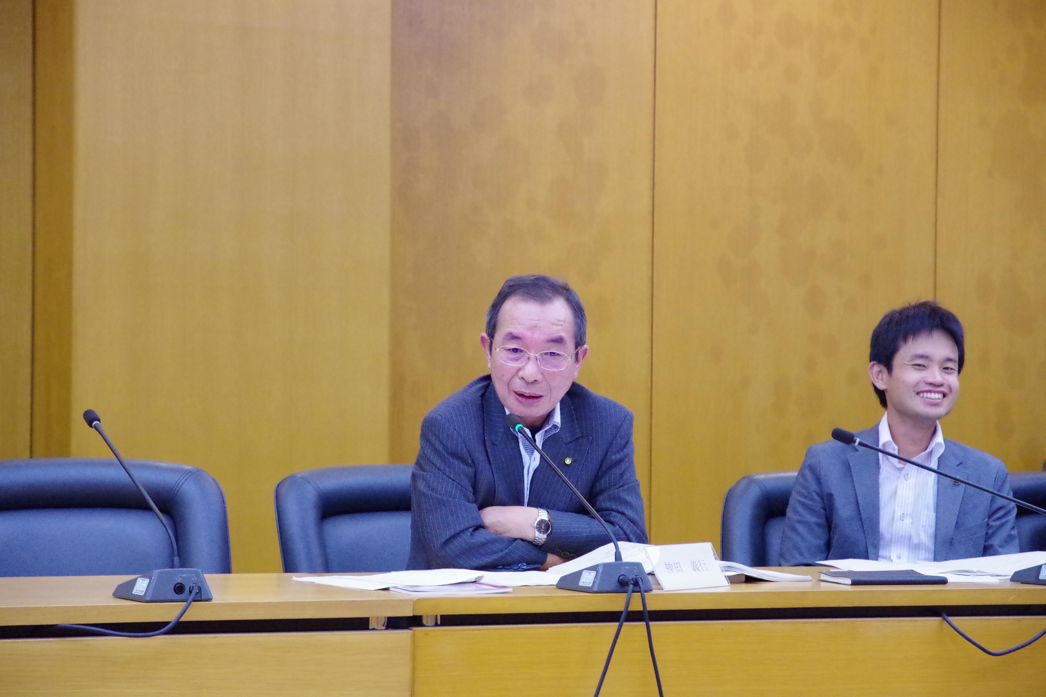 採択を求める立場から討論する神田よしゆき市議
