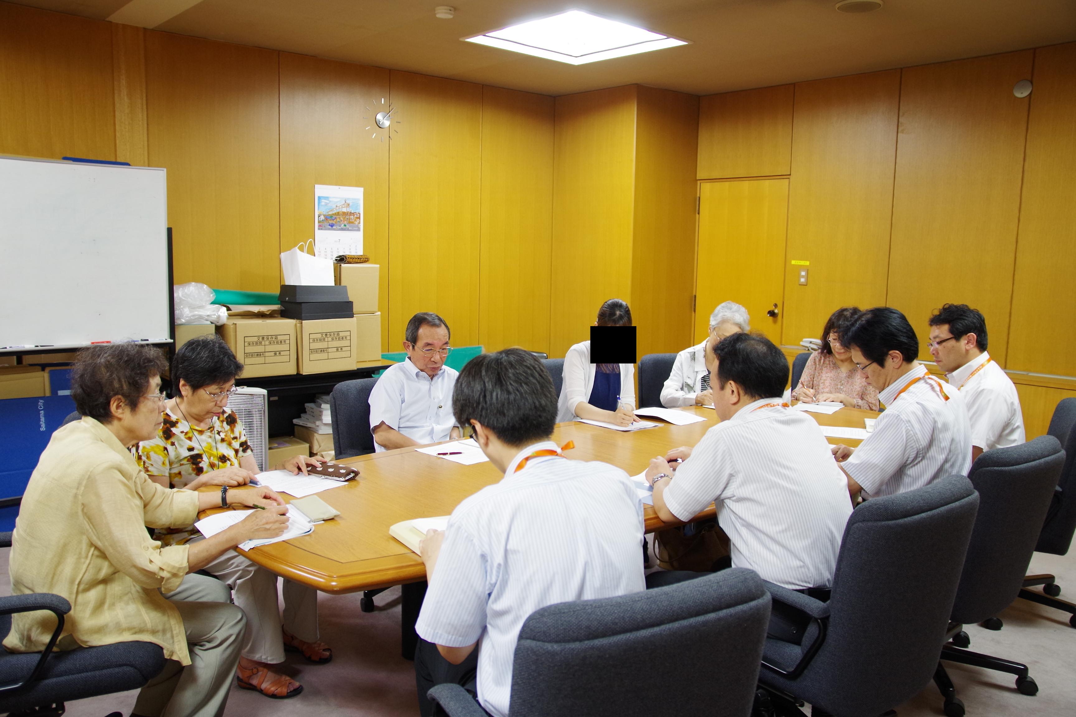 懇談に同席する神田市議(左から3人目)